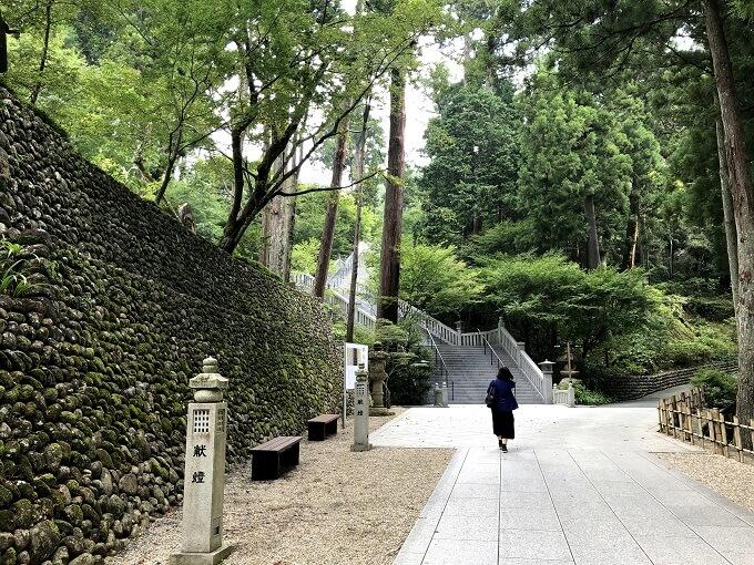 尊延寺の階段
