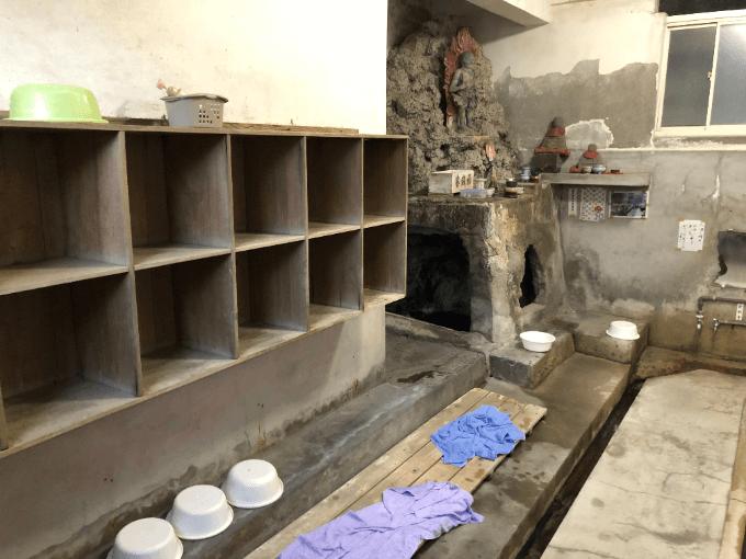 谷の湯脱衣所