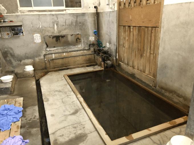 谷の湯浴室